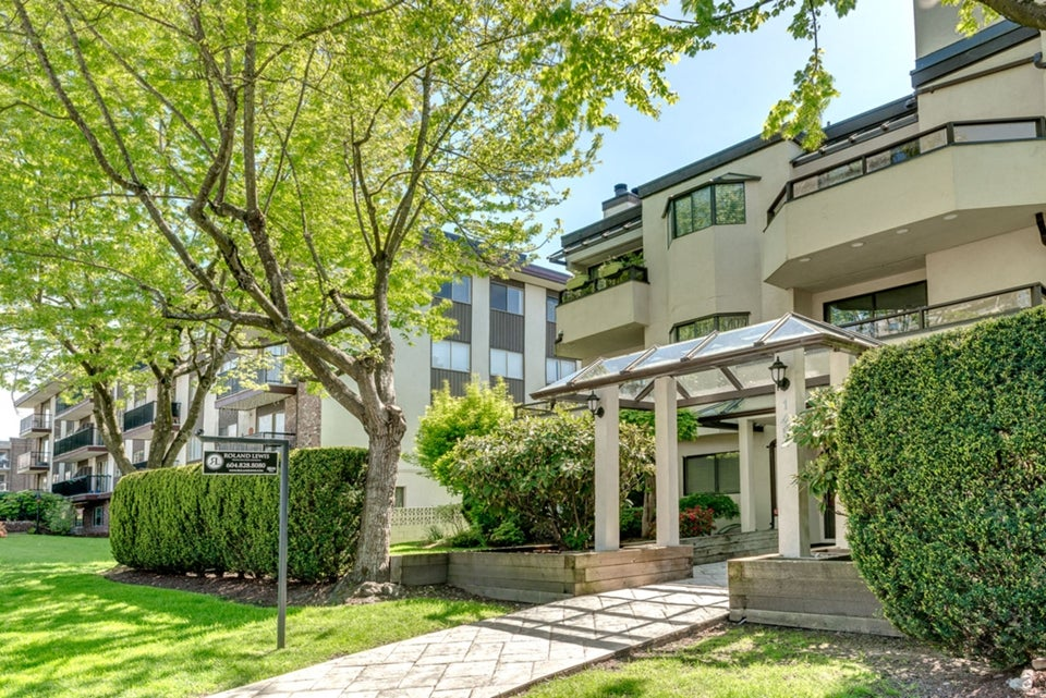 Central Lonsdale Condo for Sale