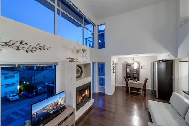 PH10 1288 CHESTERFIELD AVENUE - Central Lonsdale Apartment/Condo for sale, 1 Bedroom (R2059748) #1