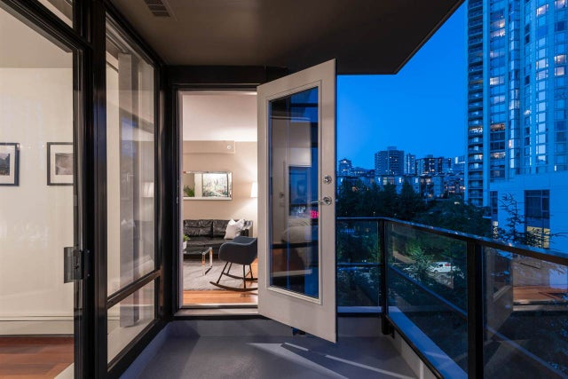 808 151 W 2ND STREET - Lower Lonsdale Apartment/Condo for sale, 1 Bedroom (R2281009) #1